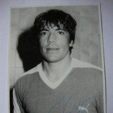 Coleccionismo deportivo: FOTOGRAFÍA ORIGINAL FIRMADA POR VALDEZ, JUGADOR DEL VALENCIA, C.F., DE LOS AÑOS 60-70. . Lote 55780751