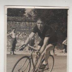 Coleccionismo deportivo: CICLISMO. JOAQUÍN OLMOS. CICLISTA AÑOS 1940S. FOTO ORIGINAL 11 X 8 CTMS. FOTO CONTRERAS. Lote 57959369