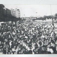 Coleccionismo deportivo: FOTOGRAFIA DE CICLISMO, VUELTA A ESPAÑA AÑOS 80, META, MIDE 24 X 17,5 CMS.. Lote 57964536