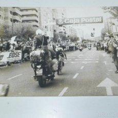 Coleccionismo deportivo: FOTOGRAFIA DE CICLISMO, VUELTA A ESPAÑA AÑOS 80, MIDE 24 X 17,5 CMS.. Lote 57964873