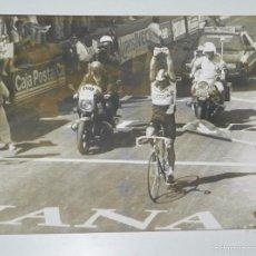 Coleccionismo deportivo: FOTOGRAFIA DE CICLISMO, VUELTA A ESPAÑA AÑOS 80, MIDE 24 X 17,5 CMS.. Lote 57964894