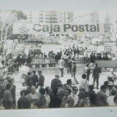 Coleccionismo deportivo: FOTOGRAFIA DE CICLISMO, VUELTA A ESPAÑA AÑOS 80, MIDE 24 X 17,5 CMS.. Lote 57965195