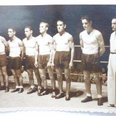 Coleccionismo deportivo: EQUIPO DE GUIPUZCOA DE LUCHA LIBRE. FOTO ORIGINAL 11 X 7 CTMS. PARA DIARIO JORNADA. AÑOS 40S. Lote 57971300