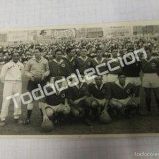 Coleccionismo deportivo: FOTOGRAFIA ANTIGUA FUTBOL AÑOS 50 EQUIPO NASTIC DE TARRAGONA. Lote 58243218