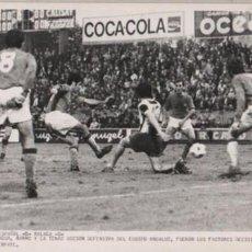 Coleccionismo deportivo: FOTO FUTBOL REAL CLUB DEPORTIVO ESPAÑOL 0 MALAGA O - 11-10-1970 FOTO PERES ROZAS. Lote 58419098