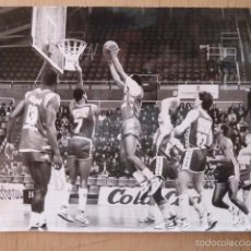 Coleccionismo deportivo: BALONCESTO FOTO DE PARTIDO BALONCESTO AÑOS 80. Lote 58427199