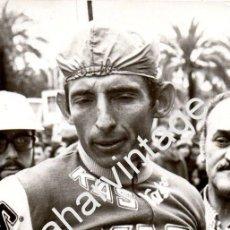 Coleccionismo deportivo: CICLISMO , EQUIPO KAS,1976, JUAN MANUEL SANTISTEBAN,MUERTO EN EL GIRO DE ITALIA,120X180MM. Lote 58810751