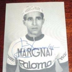 Coleccionismo deportivo: FOTOGRAFIA DEL CICLISTA FEDERICO BAHAMONTES, CON FIRMA AUTOGRAFA, TAMAÑO POSTAL.. Lote 59816812