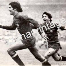 Coleccionismo deportivo: BELGRADO,1977, SELECCION ESPAÑOLA, RUBEN CANO Y JUANITO TRAS MARCAR EL GOL A YUGOSLAVIA,178X128MM. Lote 62055212