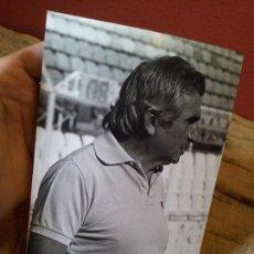 Coleccionismo deportivo: ORIGINAL FOTO DE PRENSA FUTBOL ENTRENADOR MIGUEL MUÑOZ AÑOS 80 CON SELLO FOTO F.SALAZAR. Lote 63887347