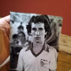 Coleccionismo deportivo: ORIGINAL FOTO DE PRENSA FUTBOL MONTERO SEVILLA AÑOS 80 CON SELLO FOTO F.SALAZAR 18 X 13 CM . Lote 63888111