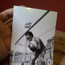 Coleccionismo deportivo: ORIGINAL FOTO DE PRENSA FUTBOL URRUTI BARCELONA FCB AÑOS 80 CON SELLO FOTO MORENO. Lote 63889243