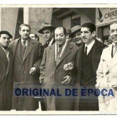 Coleccionismo deportivo: (F-161121)FOTOGRAFIA DE MANUEL CROS C.D.EUROPA,JUNTO OTROS VETERANOS. Lote 68016041