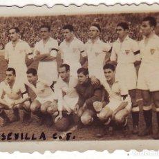 Coleccionismo deportivo: FOTOGRAFÍA PEQUEÑA DEL SEVILLA C.F. FINALES DE LOS AÑOS 1940. Lote 68289329