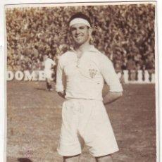 Coleccionismo deportivo: FOTOGRAFÍA DE UN FUTBOLISTA DEL SEVILLA C.F. FINALES DE LOS AÑOS 1940. Lote 68292329