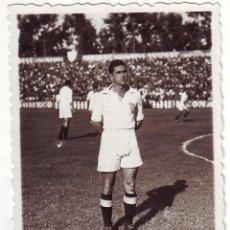 Coleccionismo deportivo: FOTOGRAFÍA DE ARZA JUGADOR DEL SEVILLA C.F. FINALES DE LOS 40. Lote 68293821