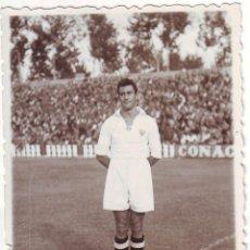 Coleccionismo deportivo: FOTOGRAFÍA DE FUTBOLISTA DEL SEVILLA DARD. ERA FRANCES DE LOS AÑOS 1940. Lote 68294281