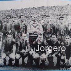 Coleccionismo deportivo: F.C. BARCELONA. ALINEACIÓN CAMPEÓN DE LIGA 1952-1953 EN LES CORTS CONTRA ATH. BILBAO. FOTO. Lote 69102965