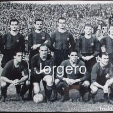 Coleccionismo deportivo: F.C. BARCELONA. ALINEACIÓN PARTIDO DE LIGA 1945-1946 EN LES CORTS CONTRA R. MADRID. FOTO. Lote 85084079