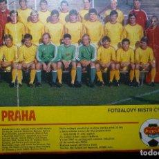 Coleccionismo deportivo: POSTER REVISTA EXTRANJERA EQUIPO DUKLA DE PRAGA. Lote 70486833