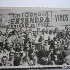 Coleccionismo deportivo: GRUPO DE AFICIONADOS DEL GIMNÁSTICO DE TARRAGONA-EN VALENCIA -AÑOS 4O-FOTO RAGA BB. Lote 70529213