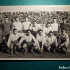 Coleccionismo deportivo: ANTIGUA FOTOGRAFÍA - EQUIPO DE FUTBOL A DETERMINAR - SELLO FOTOGRAFO DE CÓRDOBA - AÑOS 50?. Lote 71574623