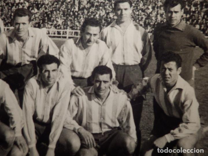 Coleccionismo deportivo: Antigua fotografía - Equipo de futbol a determinar - Sello fotografo de Córdoba - Años 50? - Foto 3 - 71574623