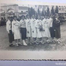 Coleccionismo deportivo: FOTOGRAFÍA ANTIGUA EQUIPO DE TENIS DE MESA PIN PON 1951 SEU MADRID JUEGOS DEPORTIVOS FOTO. Lote 72915803