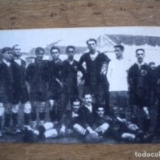 Coleccionismo deportivo: FOTOGRAFIA CON SELLO EN SECO FOOT-BALL CLUB BARCELONA 1899 PAULINO ALCANTARA ETC. VER FOTO ANEXA... Lote 73438019