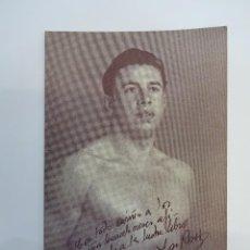 Coleccionismo deportivo: ANTIGUA FOTO DE CAMPEÓN DE LUCHA LIBRE CON DEDICATORIA IMPRESA. BARCELONA 1950. Lote 75026571