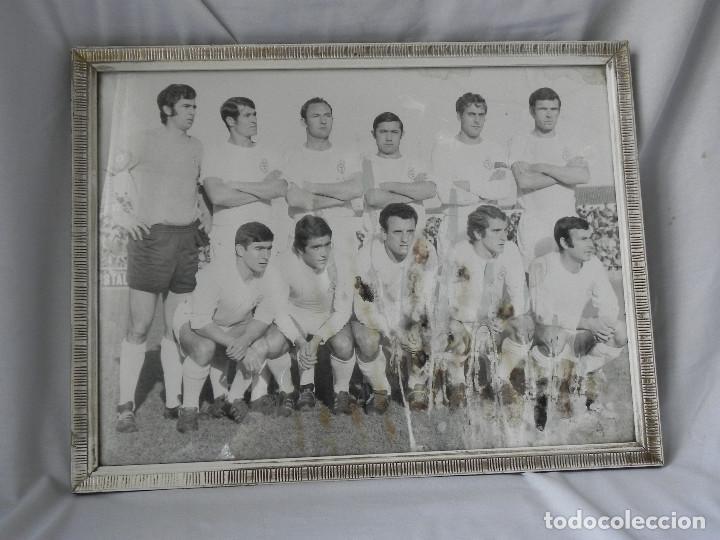** FOTOGRAFIA ENMARCADA DE LA CULTURAL LEONESA - TAMAÑO 40 X 30 - AÑOS 70 ** (Coleccionismo Deportivo - Documentos - Fotografías de Deportes)
