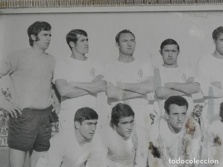 Coleccionismo deportivo: ** FOTOGRAFIA ENMARCADA DE LA CULTURAL LEONESA - TAMAÑO 40 X 30 - AÑOS 70 ** - Foto 2 - 75498187