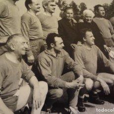 Coleccionismo deportivo: FOTOGRAFÍA EQUIPO DE BALONMANO AÑOS 60. Lote 76621011