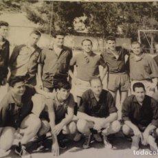Coleccionismo deportivo: ANTIGUA FOTOGRAFÍA DEPORTIVA FUTBOL AÑOS 60. Lote 76639111