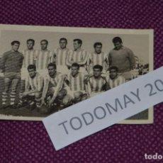 Coleccionismo deportivo: VINTAGE - FOTOGRAFÍA AÑOS 50 / 60 - EQUIPO ALINEACIÓN DE FÚTBOL - ORIGINAL - FOTO-03. Lote 81031532