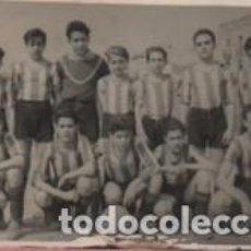 Coleccionismo deportivo: FOTO DEL EQUIPO DE FUTBOL ATLETICO HORTENCH - HORTA BARRIO DE BARCELONA 1-6-1946. Lote 82967296
