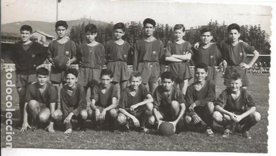 Coleccionismo deportivo: FOTO FC CF FUTBOL CLUB BARCELONA BARÇA CAMPEON AÑOS 50 KUBALA FIRMAS AUTOGRAFOS PLANTILLA JUVENIL 6 - Foto 3 - 171553308
