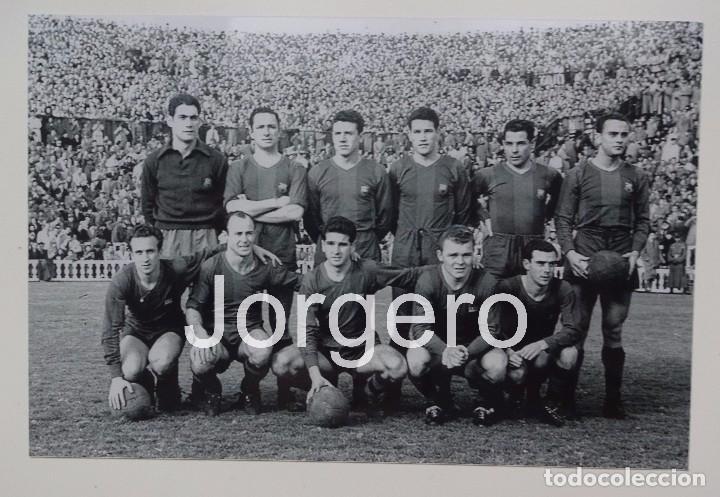 F.C. BARCELONA. ALINEACIÓN PARTIDO DE LIGA 1951-1952 EN LES CORTS CONTRA S. GIJÓN. FOTO (Coleccionismo Deportivo - Documentos - Fotografías de Deportes)