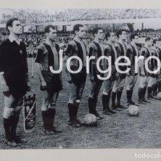 Coleccionismo deportivo - F.C. BARCELONA. ALINEACIÓN FINALISTA COPA DE EUROPA 1960-1961 EN BERNA CONTRA EL BENFICA. FOTO - 85167276