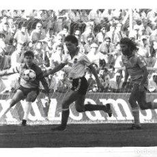 Colecionismo desportivo: FOTOGRAFIA. ESTADIO RAMON DE CARRANZA. JUAN JOSE. CADIZ - RACING DE SANTANDER. 25 X 20CM. Lote 85699280