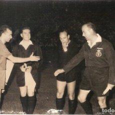 Coleccionismo deportivo: FOTOGRAFIA ORIGINAL GRACIA CF BARCELONA TROFEO CARRANZA 1962. Lote 86494520