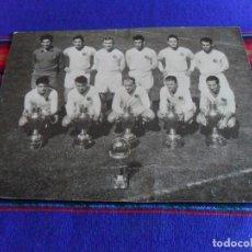Coleccionismo deportivo: FOTO FOTOGRAFÍA ORIGINAL REAL MADRID 1960 CAMPEÓN 5 COPA EUROPA E INTERCONTINENTAL 23X17,5 CMS. RARA. Lote 88973604