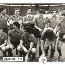 Coleccionismo deportivo: ANTIGUA FOTOGRAFIA ORIGINAL DEL EQUIPO DE OSASUNA EN ENERO DE 1979 . Lote 93065960
