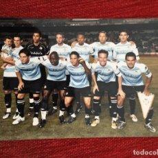 Coleccionismo deportivo: R2689 FOTO FOTOGRAFIA ALINEACION PLANTILLA REAL BETIS TAMAÑO POSTAL. Lote 93158735