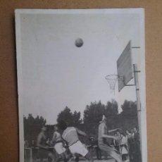 Coleccionismo deportivo: BALONCESTO FOTOGRAFÍA PARTIDO PRAT VS HORTA BARCELONA AÑOS '40. Lote 93160340
