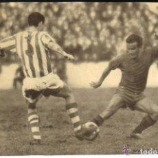Coleccionismo deportivo: ANTIGUA FOTOGRAFIA ORIGINAL EN EL VIEJO ESTADIO ATOCHA - REAL SOCIEDAD-REAL VALLADOLID - DECADA 1960. Lote 93326965