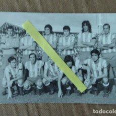 Coleccionismo deportivo: FOTO ORIGINAL DE EQUIPO DE FUTBOL MALAGA ? 30-11-1972. FOT. EUGENIO GRIÑAN. 9 X 14 CM. Lote 94035210