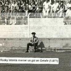 Coleccionismo deportivo: ANTIGUA FOTOGRAFIA ORIGINAL EN EL VIEJO ESTADIO DEL GETAFE - AÑO 1977 (GETAFE, 1 VALLADOLID, 0). Lote 94173905