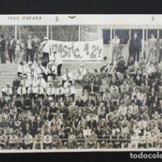 Coleccionismo deportivo: FOTO GRADAS AFICION DEL NASTIC DE TARRAGONA EN 1972 ¡NASTIC A 2ª B! FUTBOL. Lote 94240435
