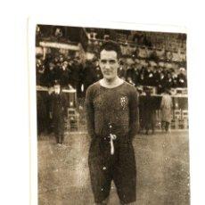 Coleccionismo deportivo: FOTOGRAFIA JUGADOR FUTBOL CLUB BARCELONA - AÑOS 1920. Lote 95881795